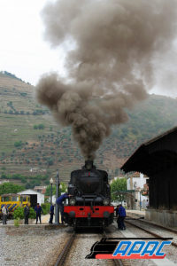 A locomotiva 0186 viajará ligada, a reboque, entre Contumil e Régua.